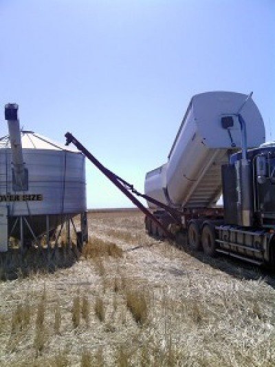 Grain-fertiliser-truck.jpg